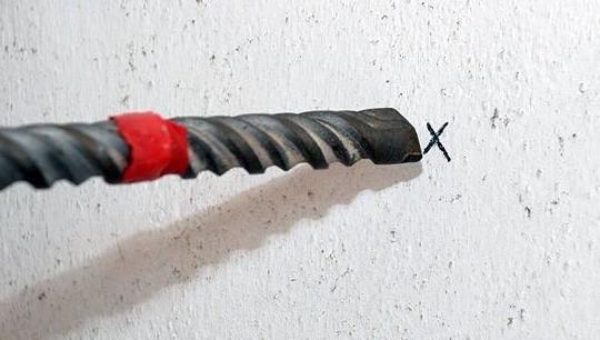 Hướng dẫn cách khoan lên tường bê tông hiệu quả