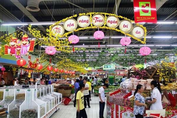Trang trí Tết cho siêu thị, cửa hàng tiện lợi