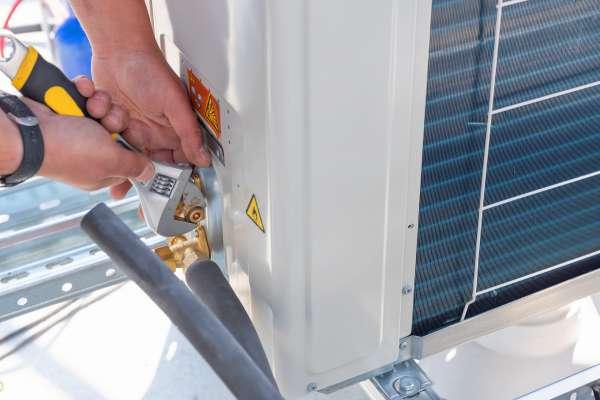 Thợ sửa máy lạnh tại quận 3